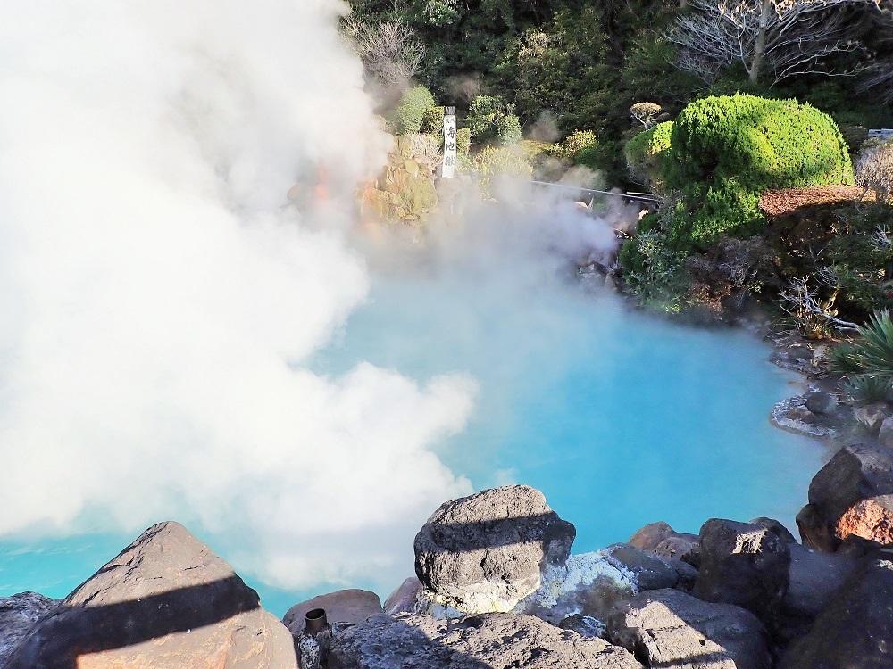 別府温泉の「海地獄」はコバルトブルーの湯が特徴