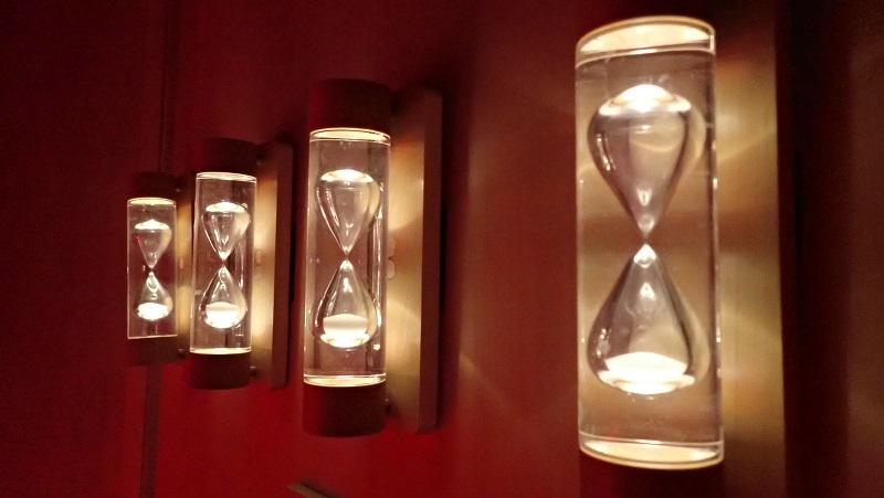 サウナの中にある砂時計。